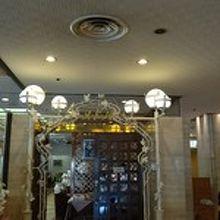 ホテルの1階
