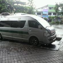 国境の都市メーサイで、ミャンマーやラオスへの移動用のミニバス