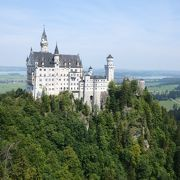 ノイシュバンシュタイン城を美しく一望!人でいっぱいですが、行って良かったです!
