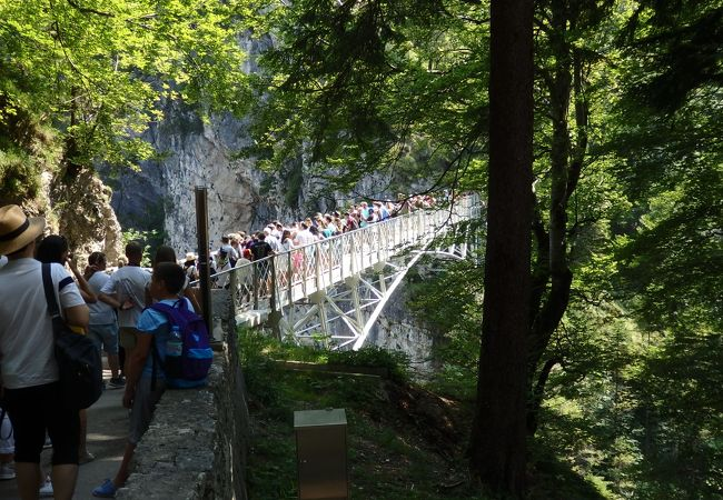 マリエン橋に出る手前で、長蛇の列…待ちます!!