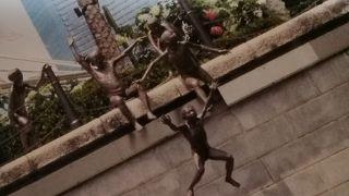ピープル オブ ザ リバー像