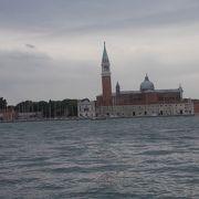 ベネチアの河口部にある運河です。
