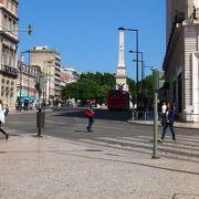 ロシオ広場の北から伸びる短い道にある小さな空間