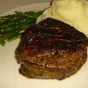 クラシカルな雰囲気でステーキを
