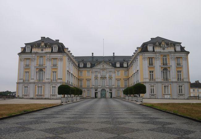 ブリュールのアウグストゥスブルク城と別邸ファルケンルスト