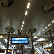 利用客も多く、とても大きな駅