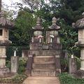 写真:勝海舟夫妻の墓