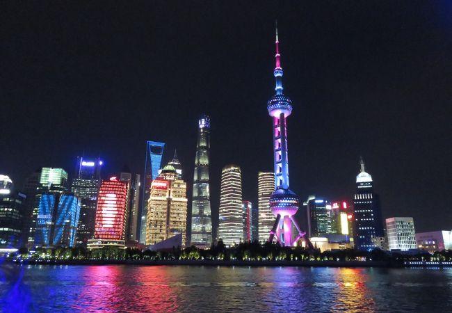 上海タワーも正面に見えて来ました 刻々とカラーが変わります