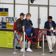 チェンライ空港から市内へのタクシーはメーター料金+30THBが必要