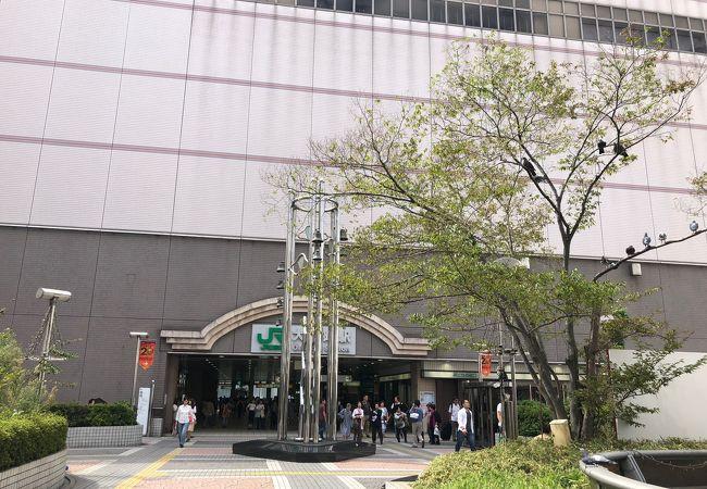 コンパクトな商業駅