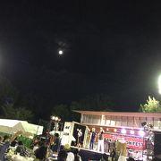 大阪 、茨木の月夜の下の音楽祭