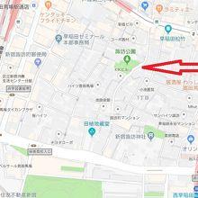 諏訪公園は、諏訪通りの諏訪神社の北側の高台にあります。