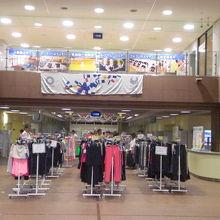 1階のフロアーでは、スポーツウエア―の展示がされていました。