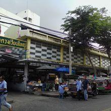 ウォンウェンヤイ市場