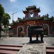 中華なこじんまりで綺麗な建物