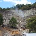 写真:新湯爆裂噴火口跡