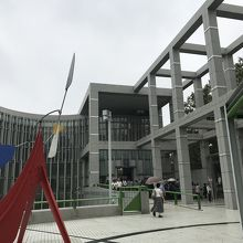 地元出身の黒川紀章氏の設計