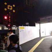 この駅横の道は、練馬駅と中野駅を結んでいて、路線バスも通ります。