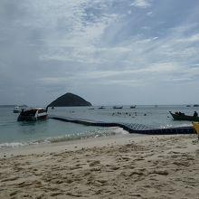 コーラル島の浮き板の桟橋 このようにゆれています