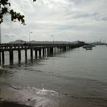 プーケット島側の社論桟橋 此処からスピードボートで移動します