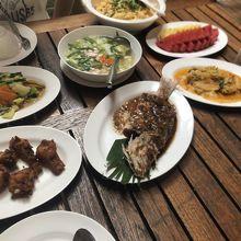 ランチタイムはタイ料理のコースでした