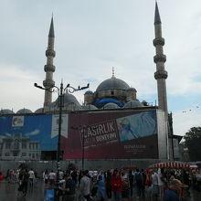 美しいイズミックタイルでも知られるリュステムパシャ・モスク
