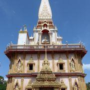 プーケット島でとても綺麗な寺院を訪れました!!