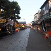 朝早くで静かな伏見稲荷参道商店街