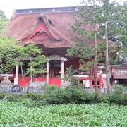 三社合祭殿前にある池