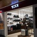 写真:トゥミ (グアム国際空港店)
