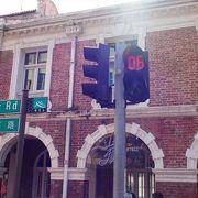 チャイナタウンの反対側にある飲食店も多くある通り