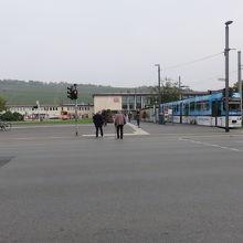 駅構内の写真が無くて・・駅前です