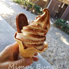 八丁味噌のソフトクリーム。