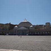 ナポリで一番大きい広場