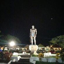 グアムde大酋長キプハ像見学