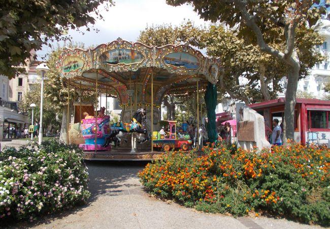 シャルル ド ゴール自由広場