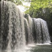 鍋ヶ滝。裏側から見る水のカーテンに感動。