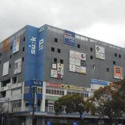 近未来的な建物のビルでした。