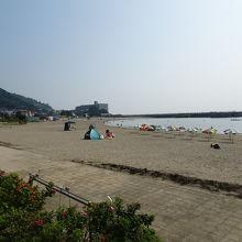 海岸から熱海方面を眺望しています。