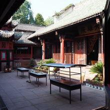 大仏とは別世界の静かなお寺です。