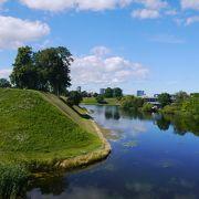 緑がいっぱいの広い公園