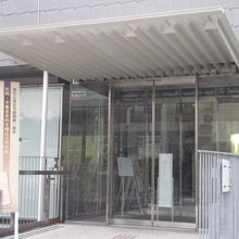 夏目漱石が晩年過ごした山房は、漱石山房記念館として再現された