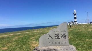 海、空、緑、灯台の絶景