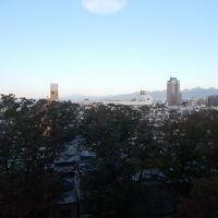 写真では白くつぶれてわかりませんが窓から富士山が見えました