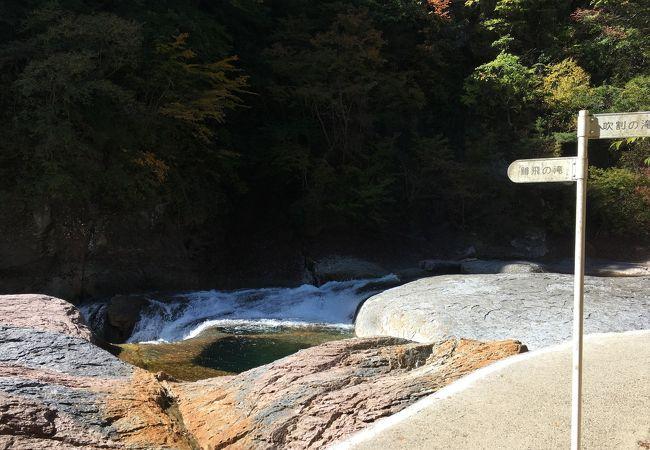 吹割の滝と遊歩道で繋がる