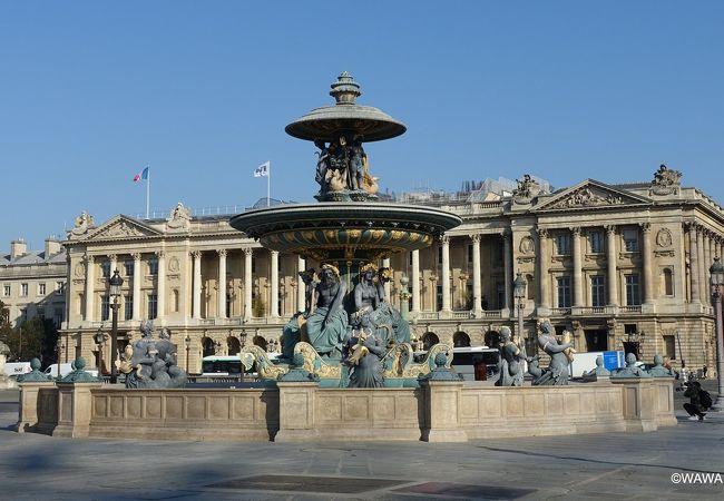 コンコルド広場の豪華な噴水