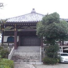 清源寺の本堂です。落ち着いた環境で、子供への気持ちが募ります