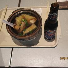 「バクテー」は骨付き豚肉と漢方などを煮込んだスープが特徴です