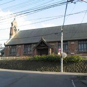 赤茶色のレンガがステキなゴシック風教会