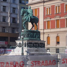 ミハイル公の像